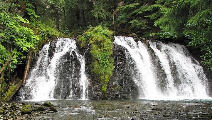 Juneau-work and travel-пътувания-водопад