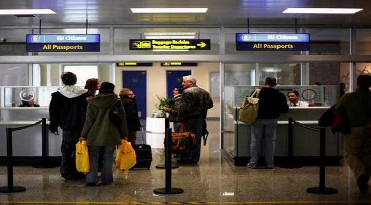 паспортен контрол на летището