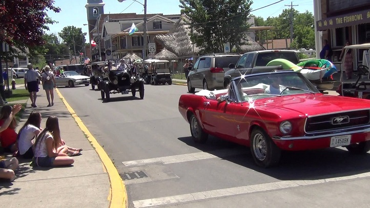 Put-in-Bay_Antique_Car_Parade