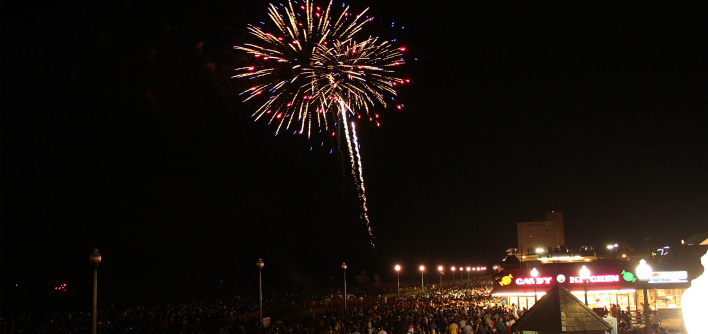 Rehoboth-Beach-July-4th-Fireworks_WORK-AND-TRAVEL