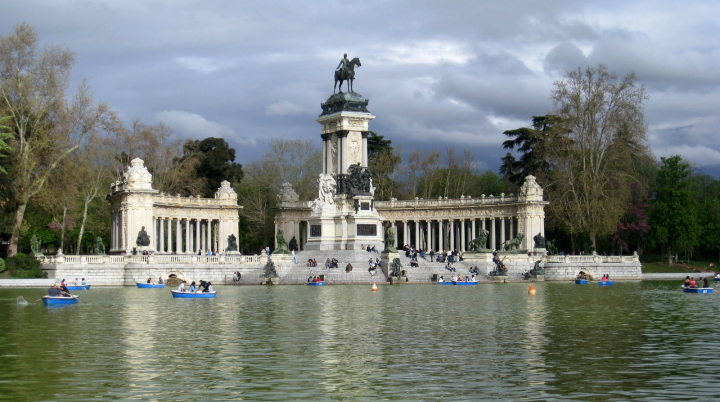 Park-Retiro-Madrid-Work-and-Travel